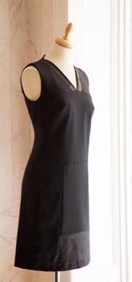 Schneiderpuppe mit schwarzem Kleid